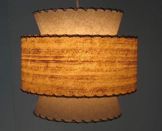 1950s-style hanging lamp